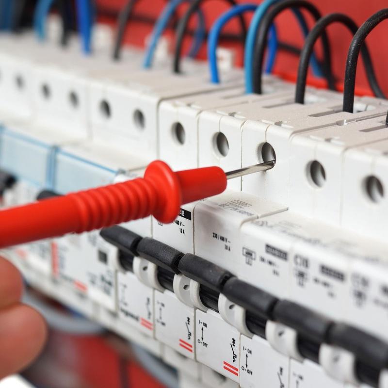 Instalaciones eléctricas de baja tensión: Servicios de Electricista Daniel Siuraneta