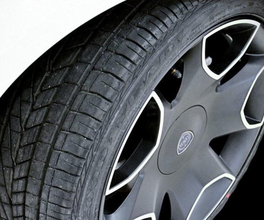 ¿Por qué los neumáticos nuevos siempre van detrás?