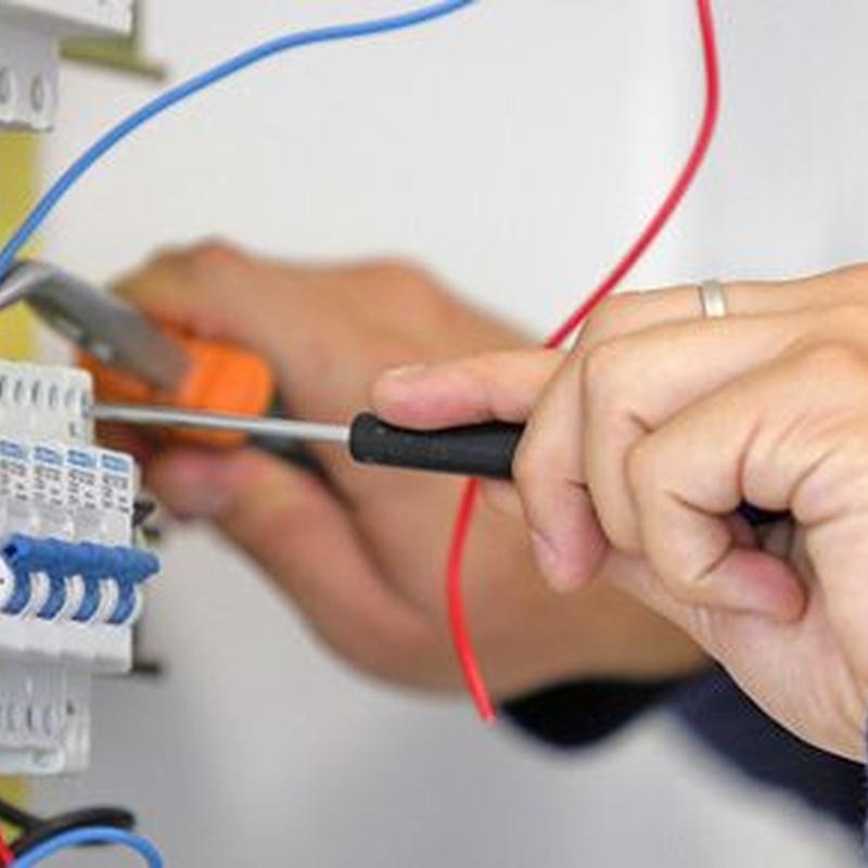 Instalaciones eléctricas: Servicios de Mantenimiento e Instalaciones Eléctricas DHT