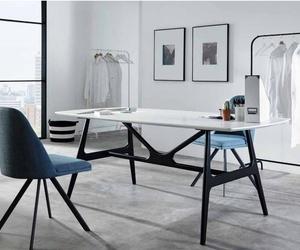 Ambientes minimalistas y elegantes. Mesas y sillas con un toque muy personal
