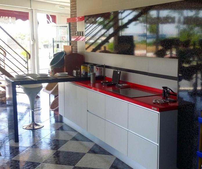 Cocina roja y blanca (exposición): Exposición de Pavimentos Loymar, S.L.