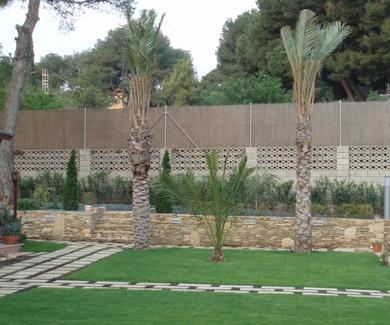 Creación de muro y escalera de piedra lisa parcheada