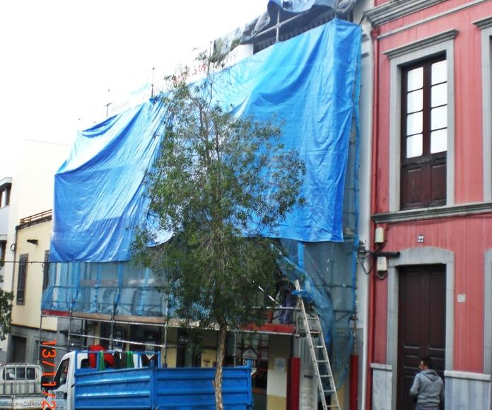 Montaje andamios en calle Calvario, La Orotava.