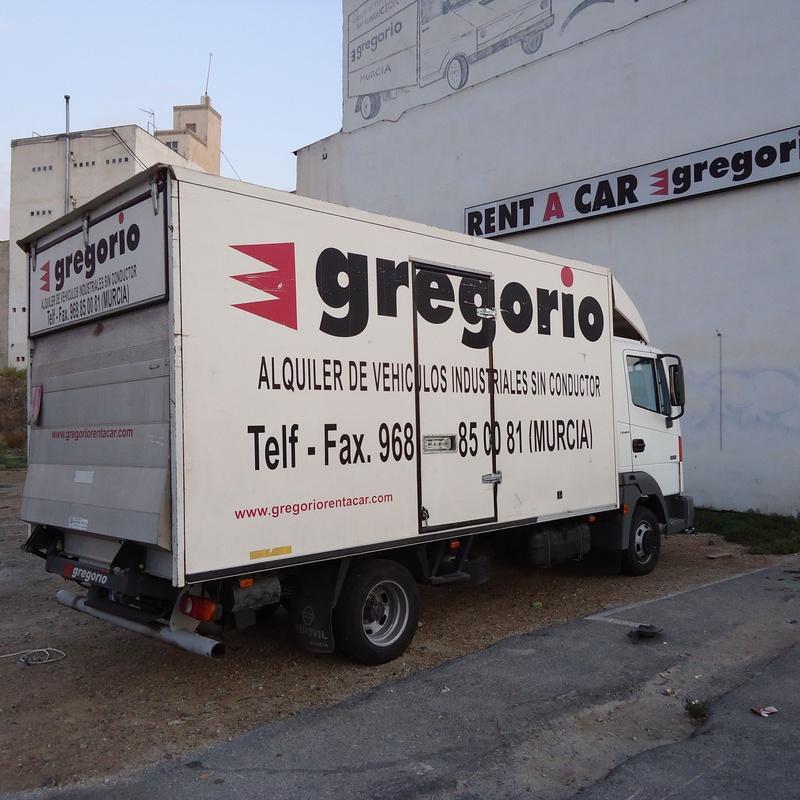 TRUNCKS WITH PLATFORM DOOR: Catalogue de Gregorio Rent of Vans without driver