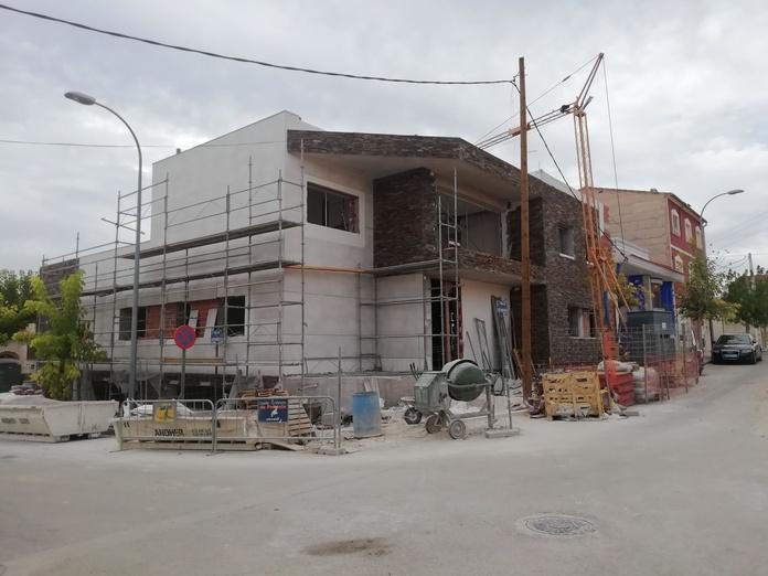1 Construcción Vivienda Unifamiliar, En estos momentos la Sociedad Seredacón, S.L., esta contruyendo una vivienda Unifamiliar de lujo, en la ciudad de Hellin (AB).