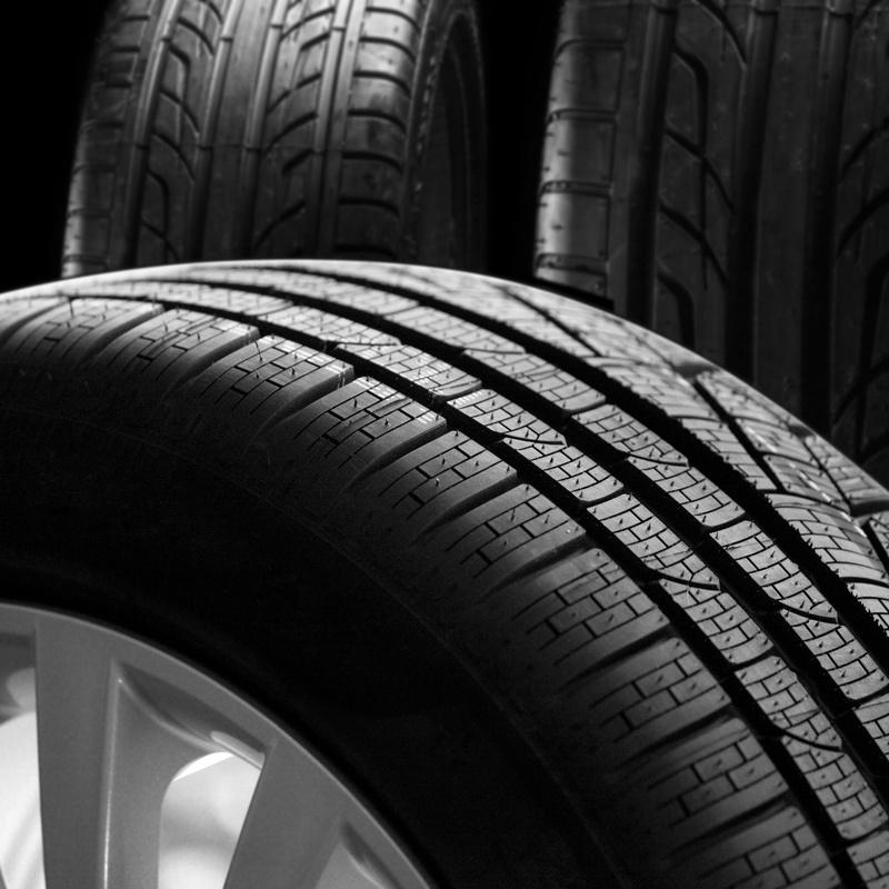 Neumáticos y recambios: Servicios de Neumáticos y Recambios Mora