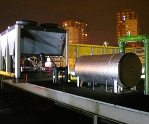 Enfriadora  aire/agua Bomba de calor con acumulador en cubierta de centro comercial Baracaldo