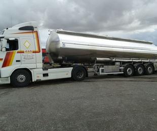 Transporte camión cisterna fresas