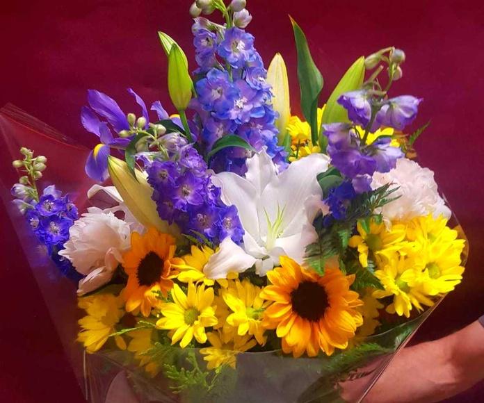 Ramos y bouquets: Servicios  de Ixora Floristas