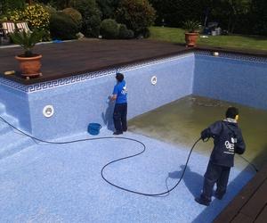 Trabajo de limpieza de piscina en Vizcaya