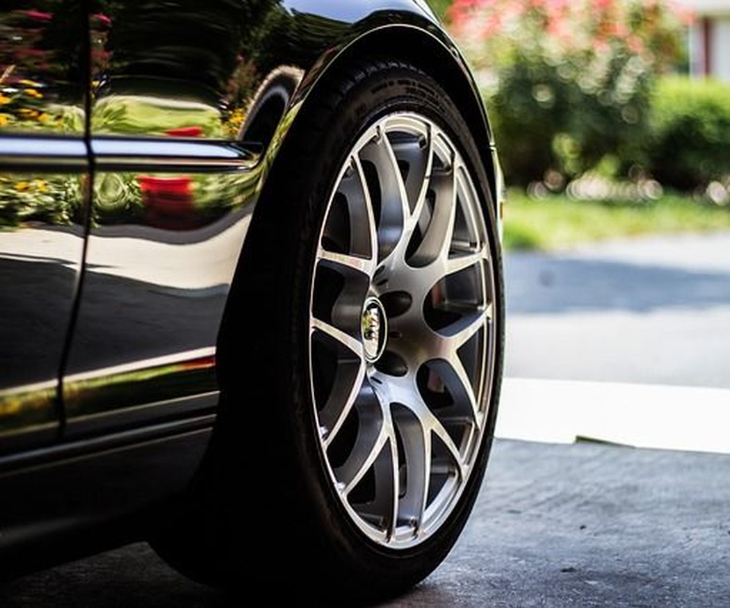 Si vas a comprar un coche de ocasión, asegúrate de que los neumáticos están en estado óptimo