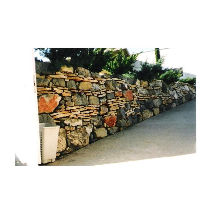 Muros rústicos de exterior: Servicios de Sebastián Martínez Cosín