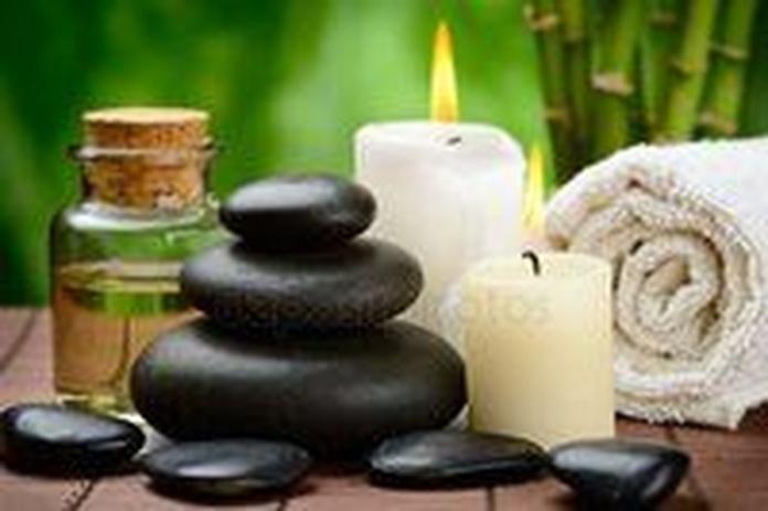 Con piedras calientes: Masajes y tratamientos de Masajes Miriam
