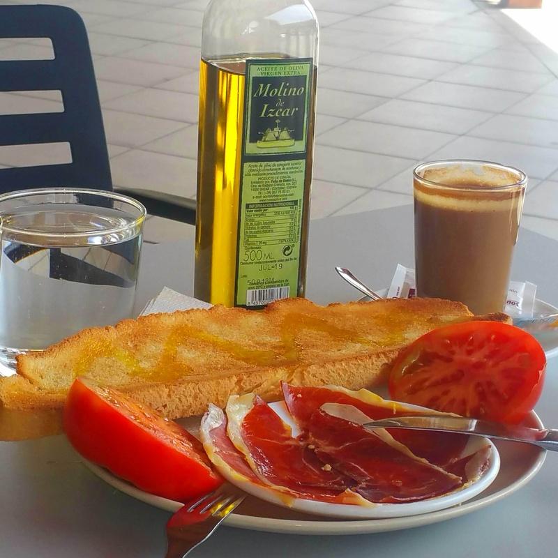 Desayuno a lo grande.: Todo lo que buscas: Aquí de Hostal Restaurante El Cruce de Villaharta