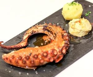 Un local para venir a disfrutar y a comer bien es, la Taberna La Trucha en Madrid