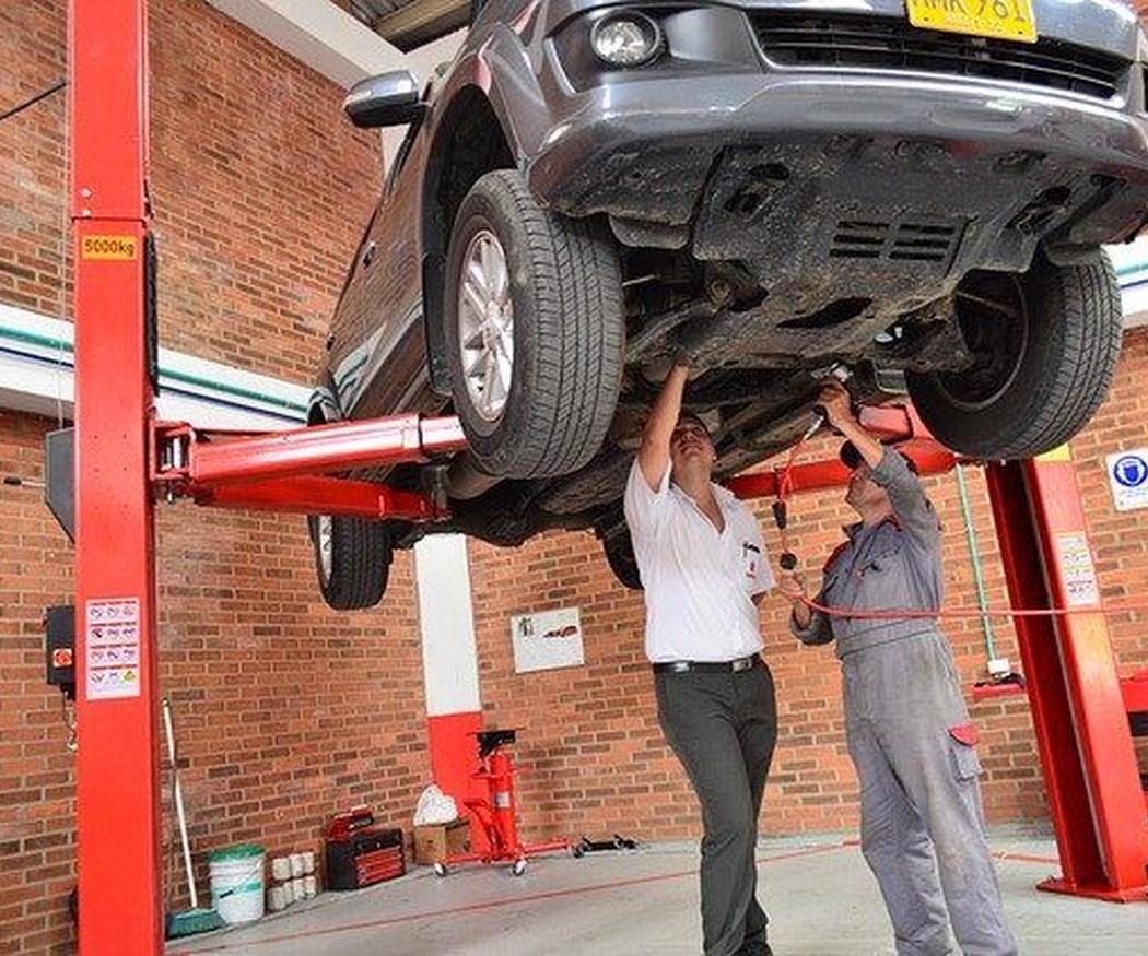 ¿Cada cuánto tiempo hay que realizar revisiones del coche en el taller?