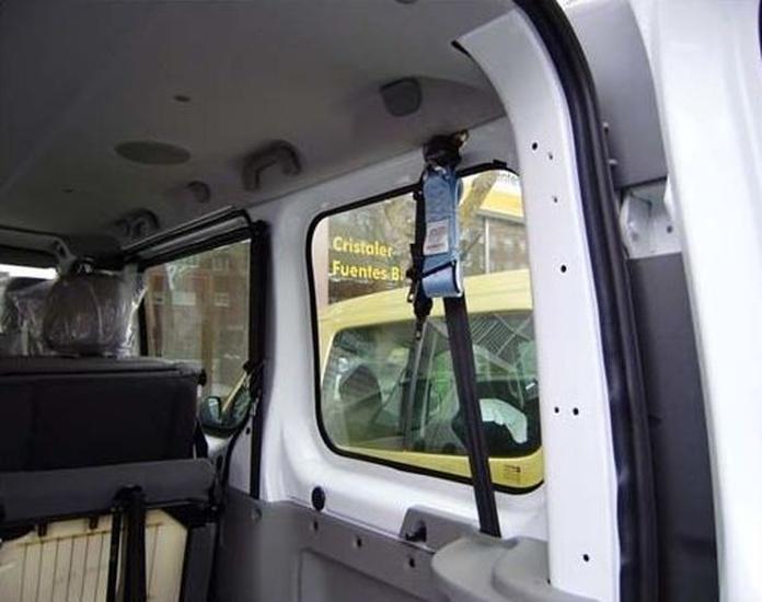 Adaptación de vehículos en Oviedo. Kit de retención para silla de ruedas y ocupante.
