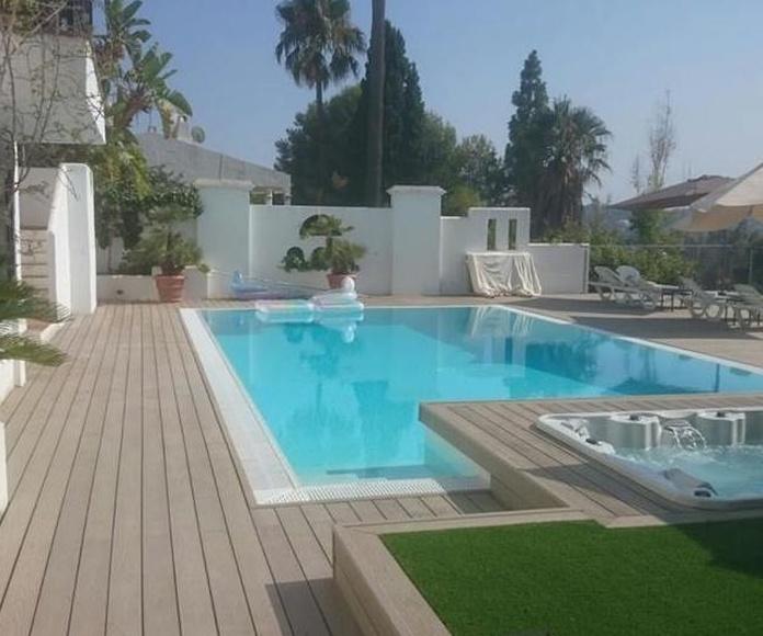 Instalación de tarima de composite en Nueva Andalucia, Marbella (Málaga) por instalador de pavimentos, suelo laminado y tarimas