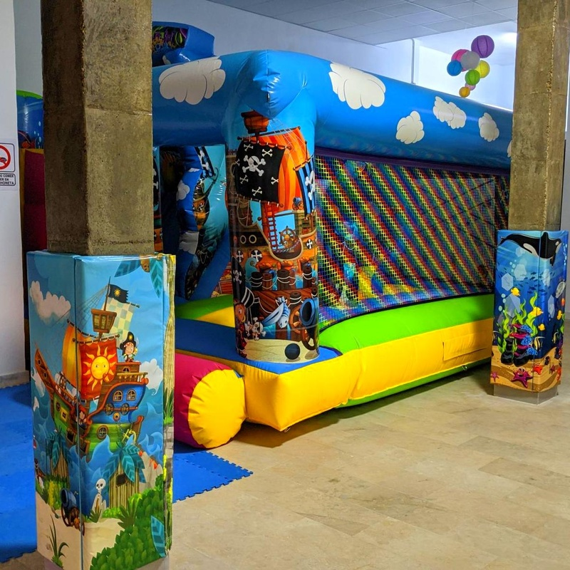 Plataforma tobogán piratas: Catálogo de Hinchables Happy Jump