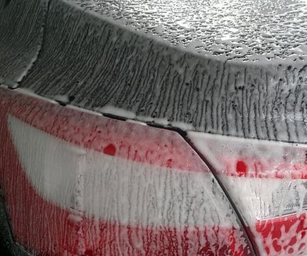¿Por qué es aconsejable encerar el coche?