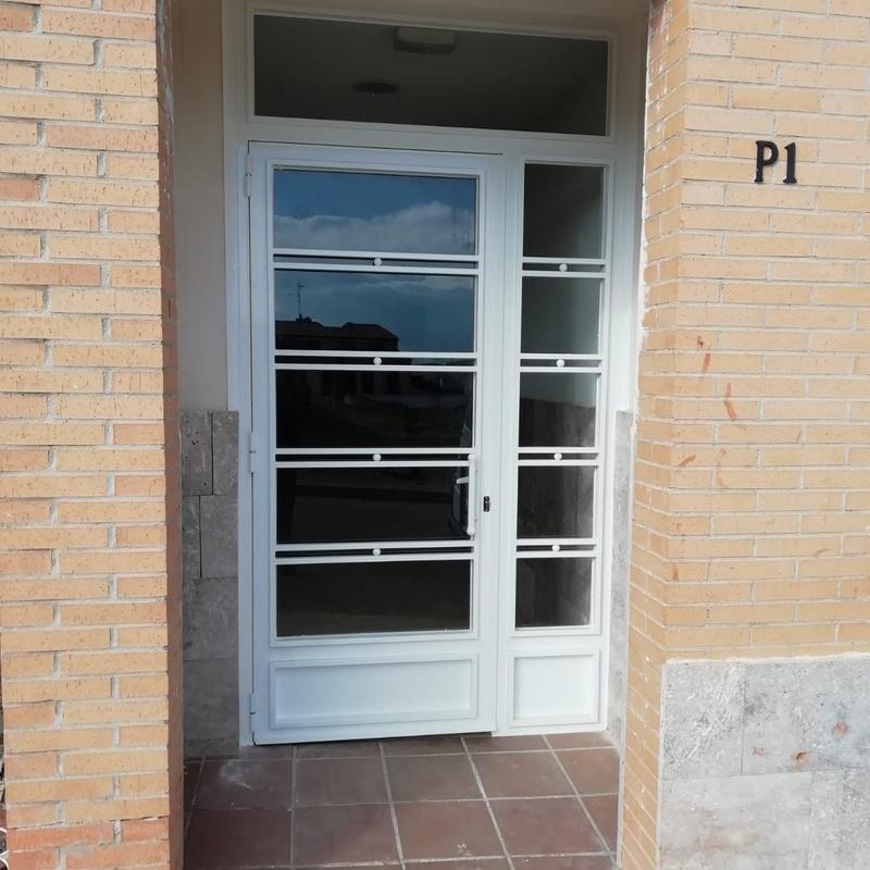 Puerta de entrada de cristal