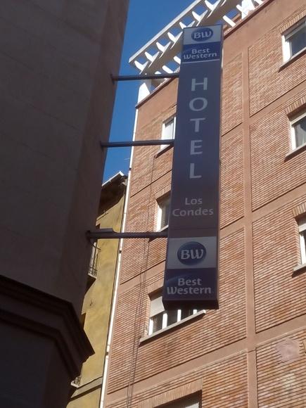 Banderín luminoso rotulado en impresión digital en Madrid