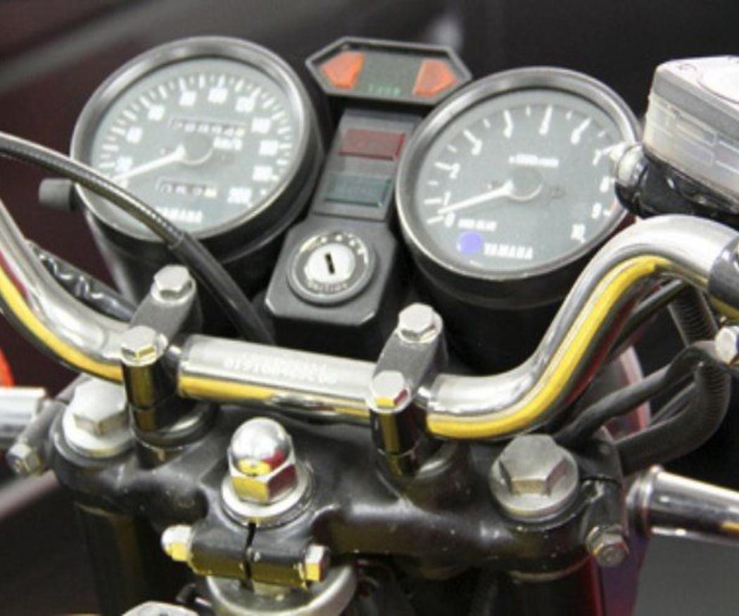 Cómo mirar el nivel de aceite en una moto