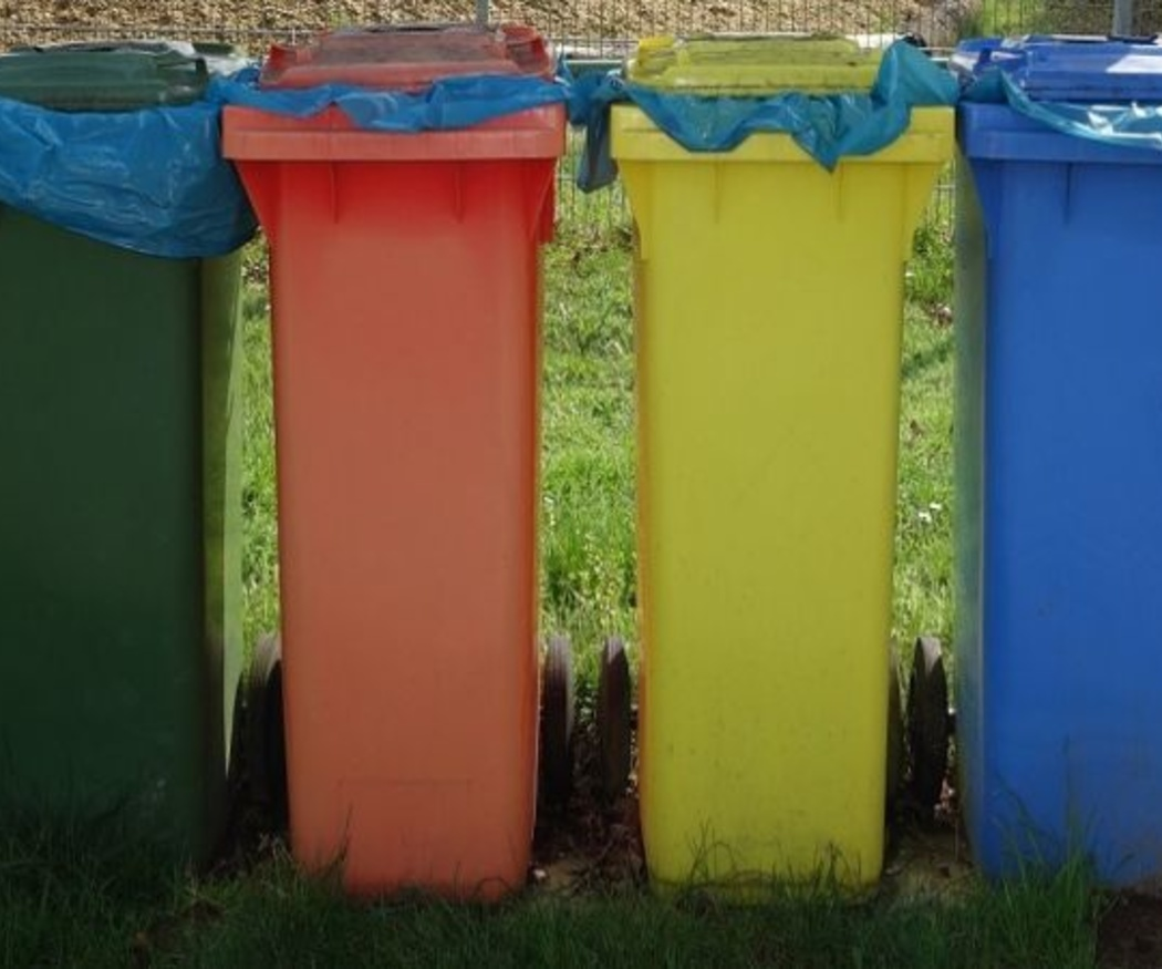 La importancia de desinfectar los cubos