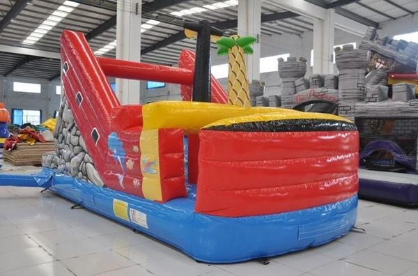 Barco para piscinas con tobogan