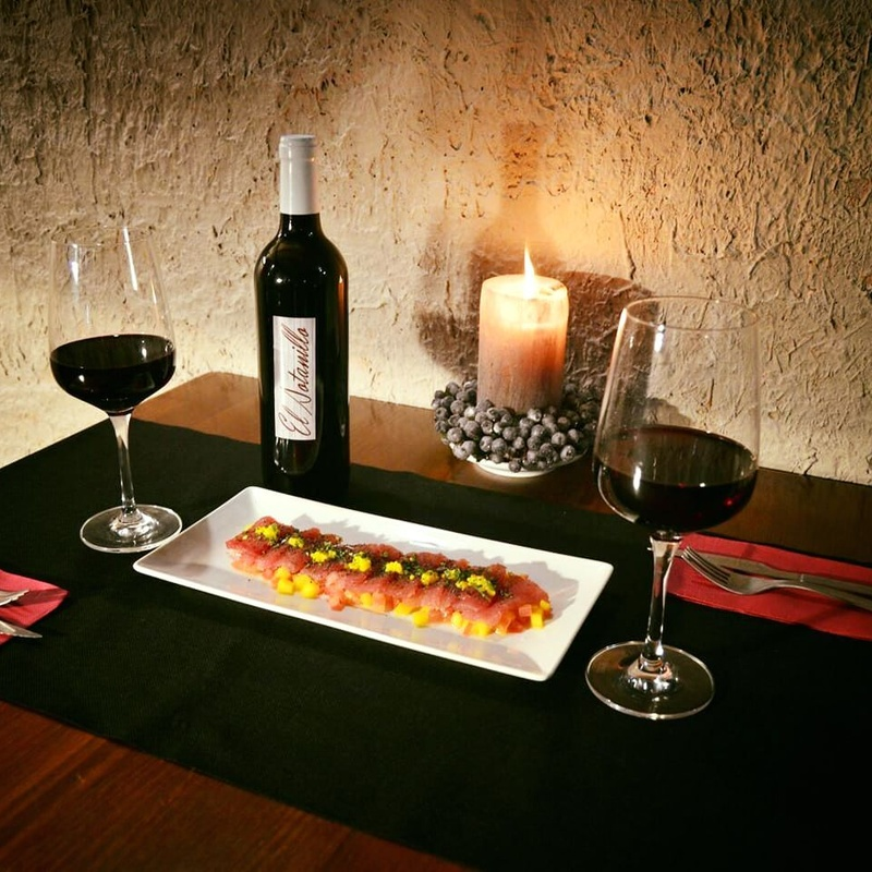 Tapas & Vinos: Servicios de El Sotanillo