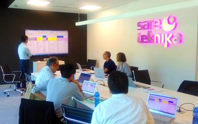 Responsables del equipo técnico Panasonic en Europa y Japón visitan la sede central de Sareteknika