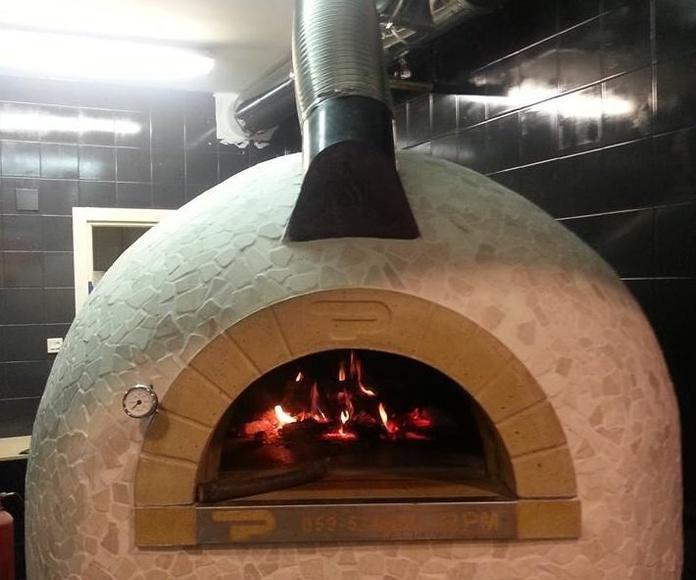 Horno de leña en la pizzería de Galdakano