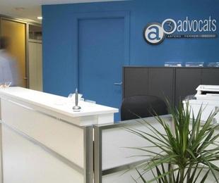 Despacho profesional integrado por los abogados Carles Ferrer Ferré, Aitor Macías Perianes y Francesc Artero Juan.