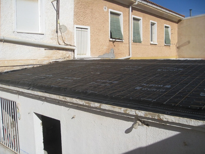 Seredacon, S.L. Reforma integral de vivienda en planta baja, detalle constructivo de cubierta