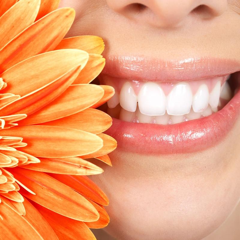 Estética dental: Tratamientos Dentales de Clínica Dental La Mallola