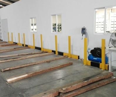 Montaje de bolardos de protección para palets en Paterna Valencia