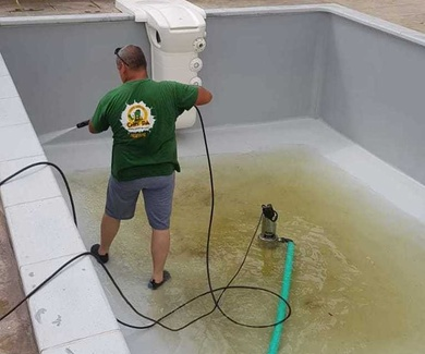 Limpieza mantenimiento de piscinas en Valencia