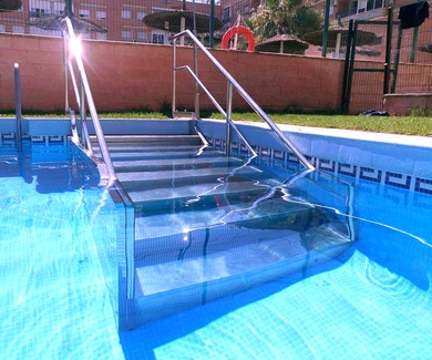 Acondiciona tu piscina, zona de jardín o zona exterior con acero inoxidable.