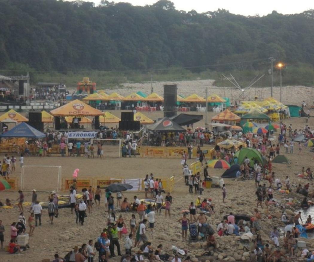 Ventajas de alquilar un autobús para acudir a los festivales en verano