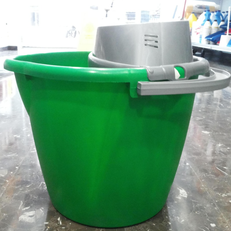 Cubo redondo verde : SERVICIOS  Y PRODUCTOS de Neteges Louzado, S.L.