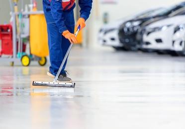 Limpieza de garajes y naves industriales