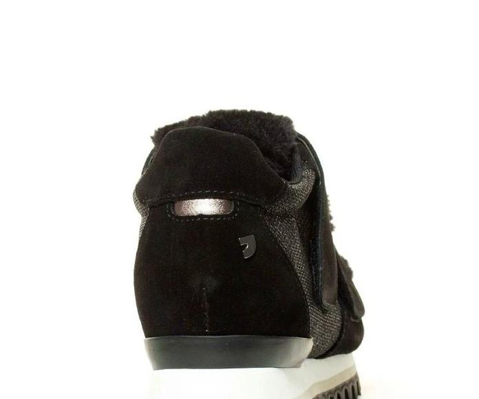 Sneakers negras lengueta