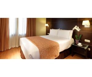 Confortables habitaciones decoradas en tonos cálidos
