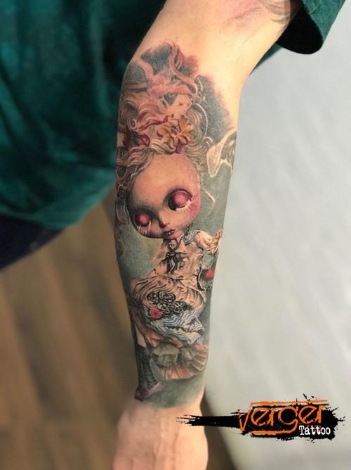 Tatuaje realista Santander. Tatuaje color. Doll Tattoo. Verger Tattoo. JR Verger
