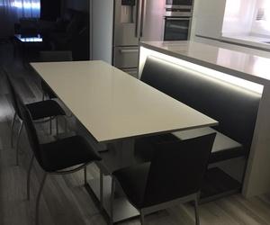 Instalación para cocina con Mesa ,sillas y banco