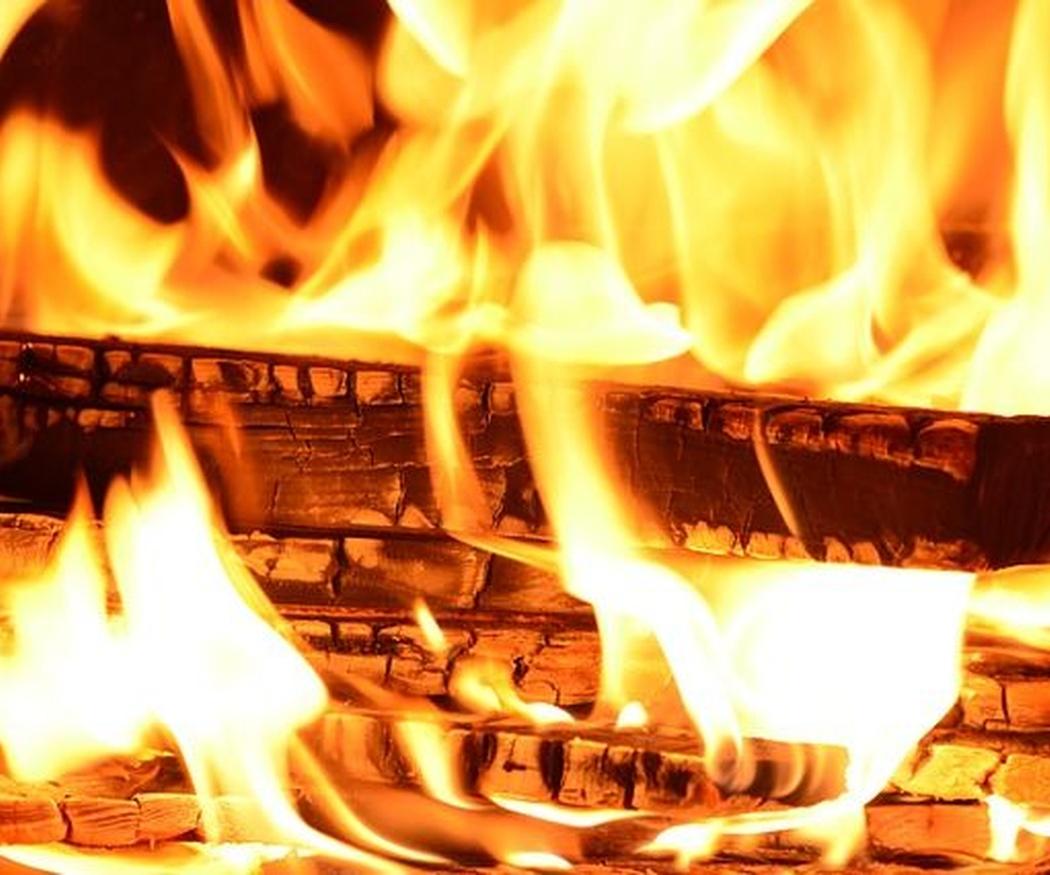 5 consejos para encender un fuego en tu chimenea de leña