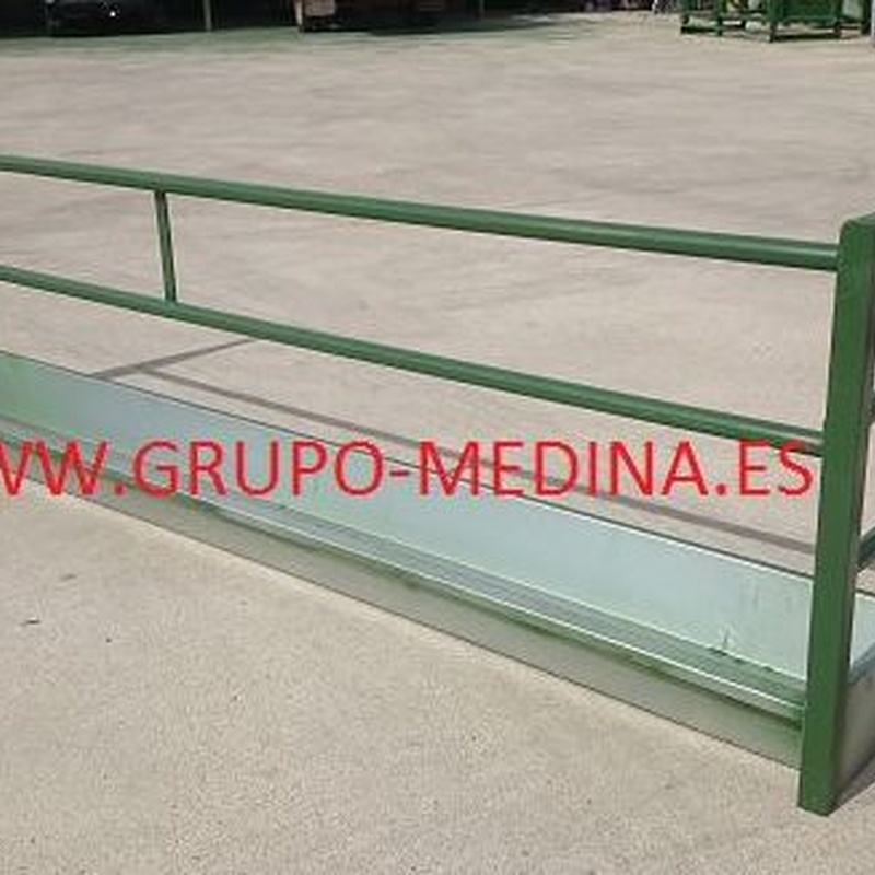 CAJÓN DE PARED PARA PIENSO: NUESTROS PRODUCTOS de Grupo Medina