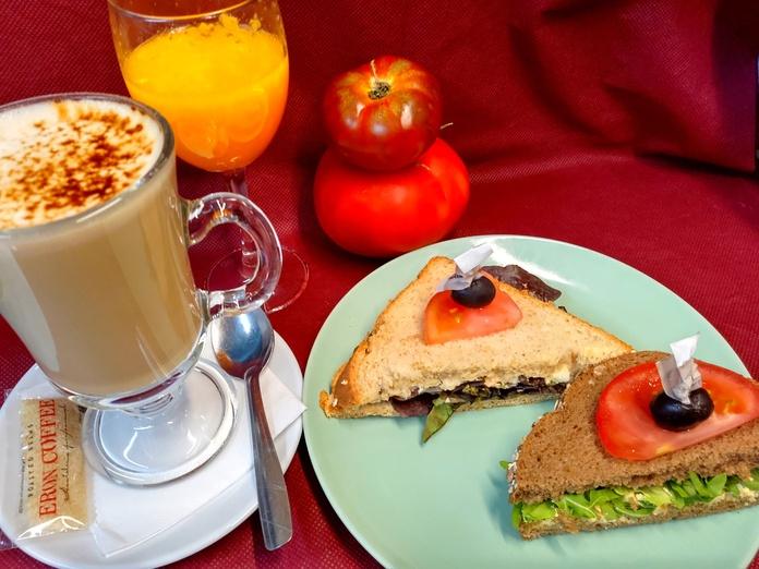 Combo desayuno con sandwich