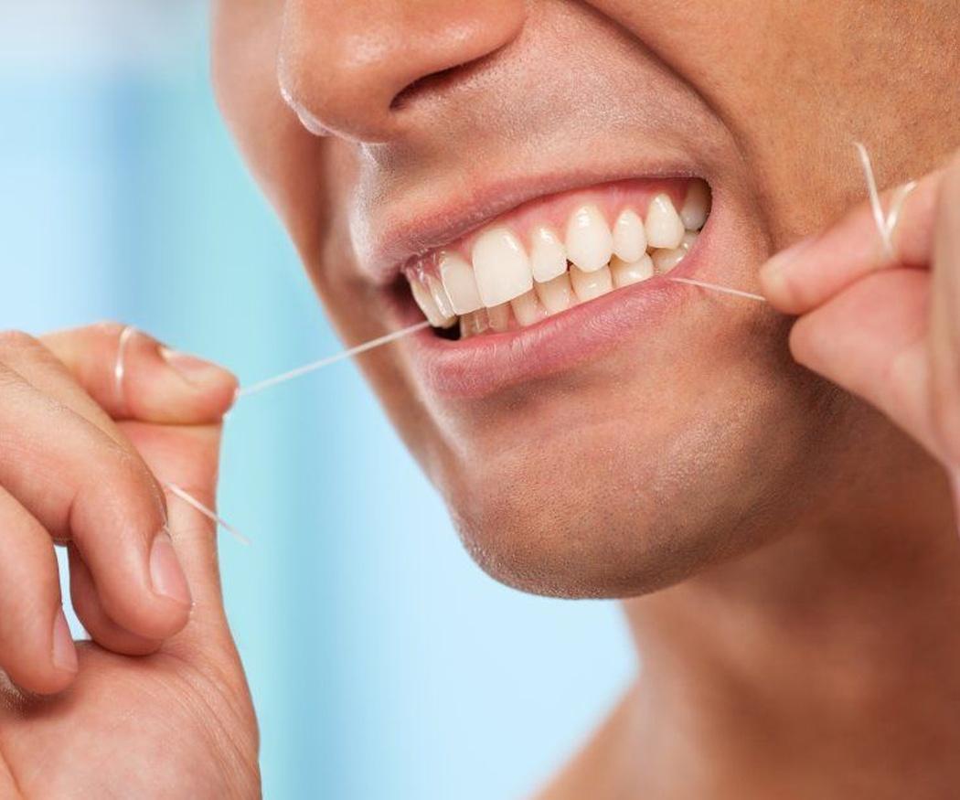 Utiliza con frecuencia la seda dental