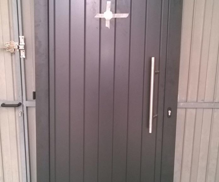 Puerta a medida en color marrón